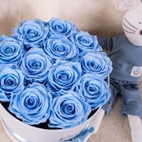 Regalare rose stabilizzate per una nascita